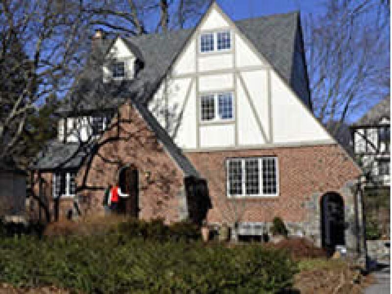 El secretario del Tesoro, Timothy Geithner, renta su casa en un suburbio de Nueva York, tras meses de intentar venderla. (Foto: CNNMoney)