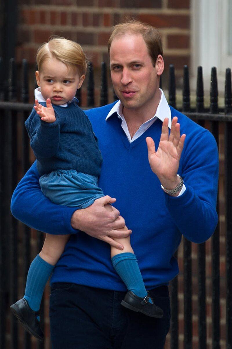 El momento en el que el príncipe George llega al hospital de St. Mary's para conocer a su hermanita.