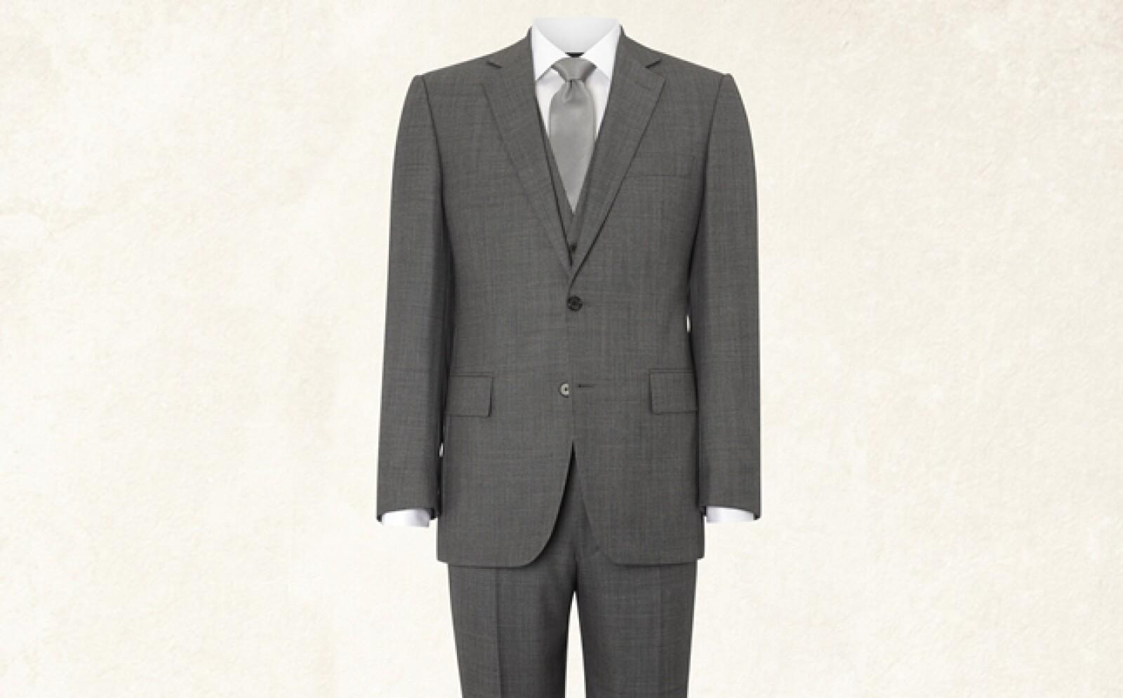 Si eres de baja estatura, lo ideal es que la camisa siempre vaya dentro del pantalón.