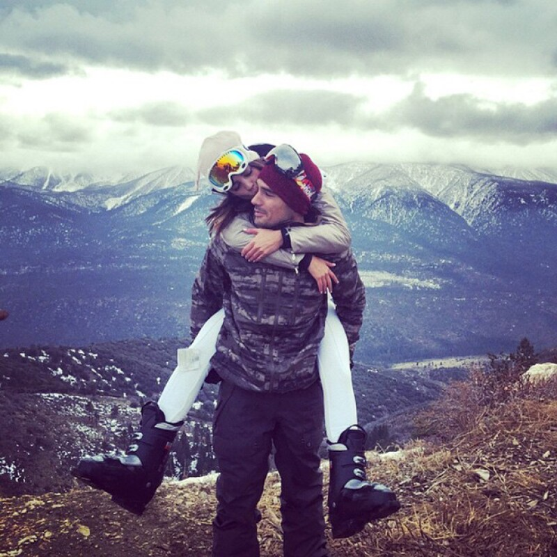 Eiza y DJ Cotrona disfrutaron hace poco de un día de esquí en California.