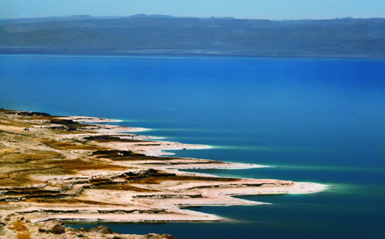 10)Si se es amante del desierto, los accidentes geográficos de la zona invitan a los turistas a recorrerlos a bordo de jeeps, realizar prácticas de rappel o volar sobre ellos en parapente.