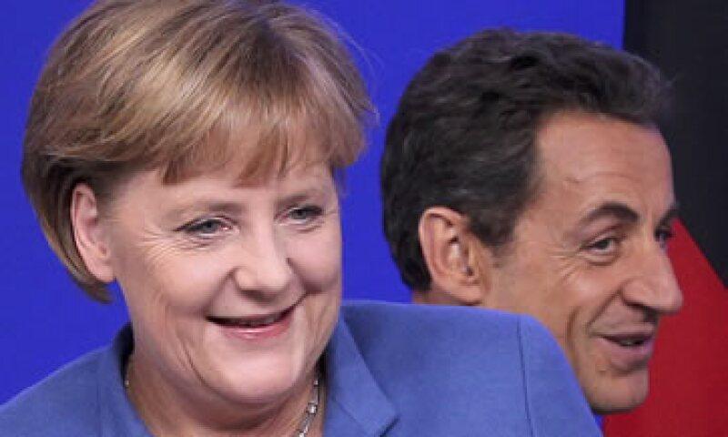 Las risas de Angela Merkel y Nicolas Sarkozy también se extendieron por la sala de prensa apenas se mencionó el nombre del jefe de Gobierno italiano. (Foto: Reuters)