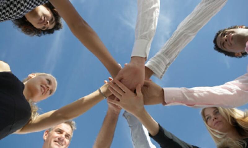 El tipo correcto de establecimiento de redes de contacto siempre lo acerca a las personas. (Foto: Thinkstock)