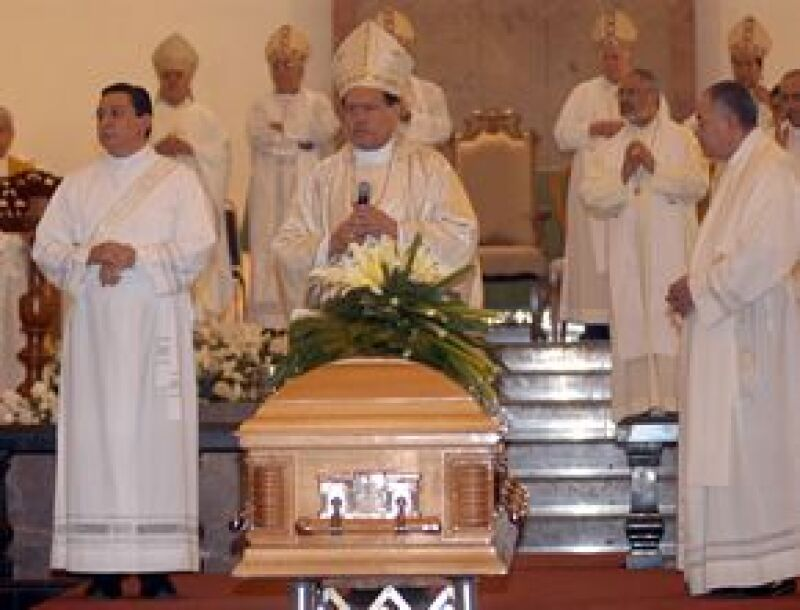 El cardenal encabezó una solemne homilía en Nuevo León. Recibió condolencias del Papa Benedicto XVI y del presidente Felipe Calderón.