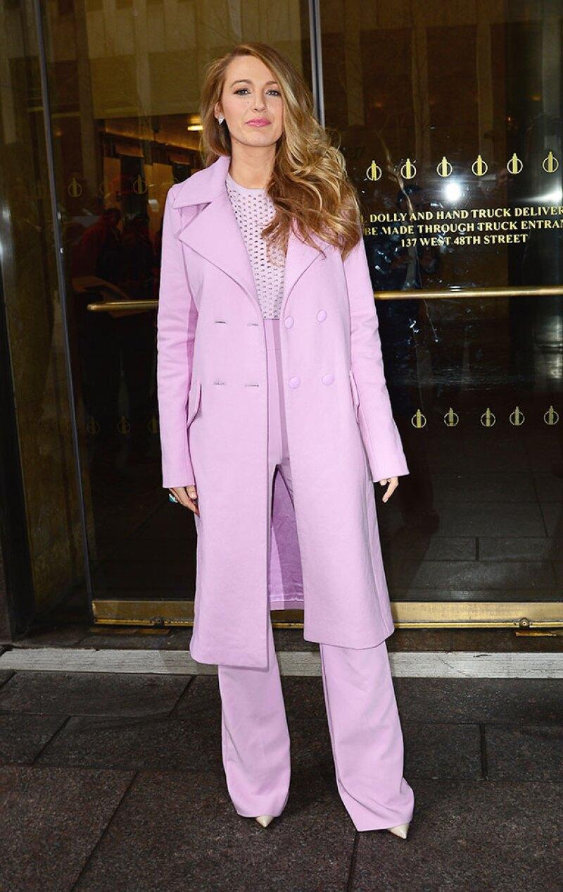 ¿Y por qué no? Un outfit completamente en rosa.