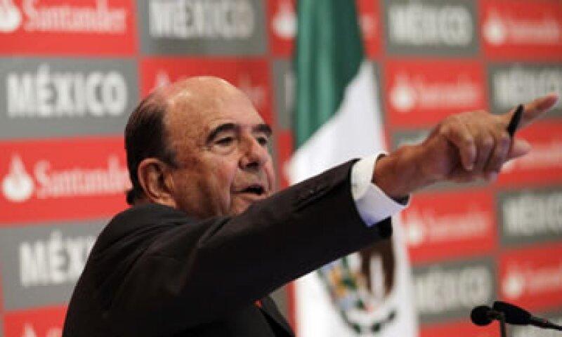 El presidente de Santander, Emilio Botín, aseguró que la filial mexicana de la entidad, es el cuarto banco más importante por tamaño en el país. .  (Foto: Reuters)