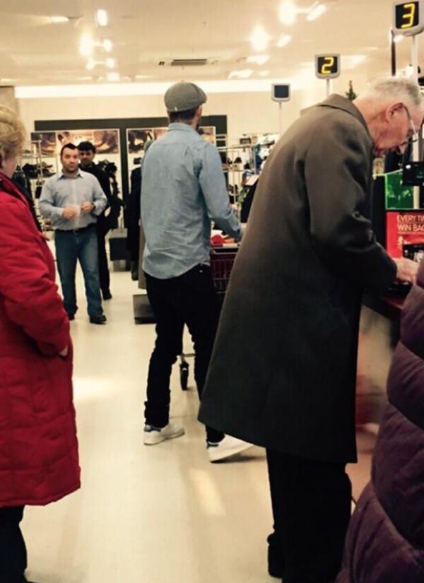 Esta imagen fue publicada por una mujer que fue testigo del paso de David por la tienda.