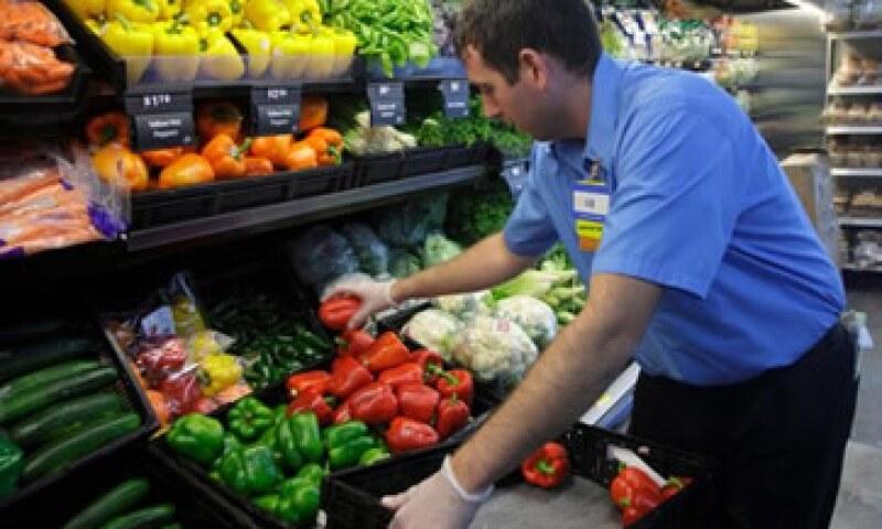 Si bien el valor de la acción de Walmart acumula una baja de 20% en la BMV desde el 23 de abril por el tema de los sobornos, analistas dicen que el grupo seguirá siendo la preferencia de los consumidores ante su oferta competitiva en precios. (Foto: Reute