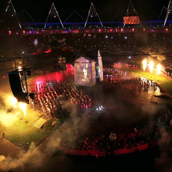 El césped del estadio olímpico fue convertido en un set que recuerda a la campiña inglesa.