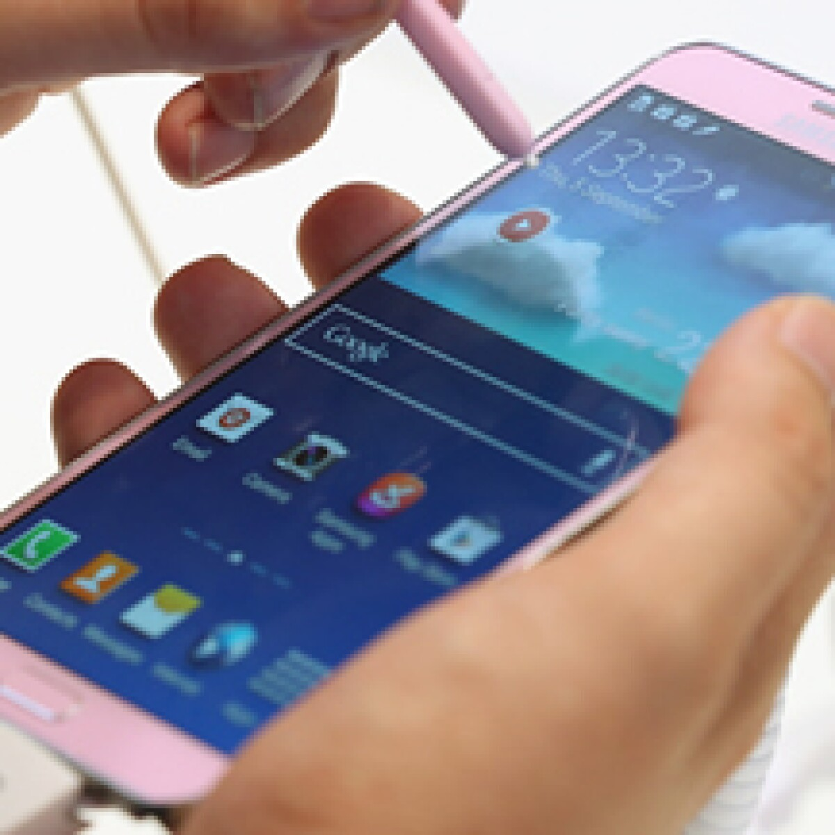 Samsung lanza 'arsenal' de comerciales contra Apple