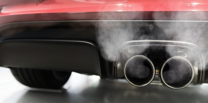 Automotrices, señaladas de privar a consumidores de tecnologías limpias