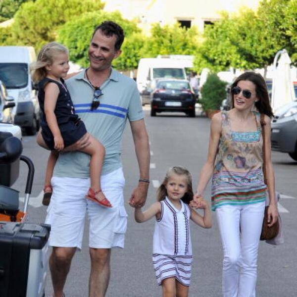 El Príncipe Felipe con sus hijas la Infanta Leonor y Sofía