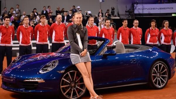 La rusa ganó su vigésimo noveno título en el torneo de Stuttgart, llevándose un Porsche como parte de su premio; el español regresa al triunfo con su título número 54 en el Abierto de Barcelona.