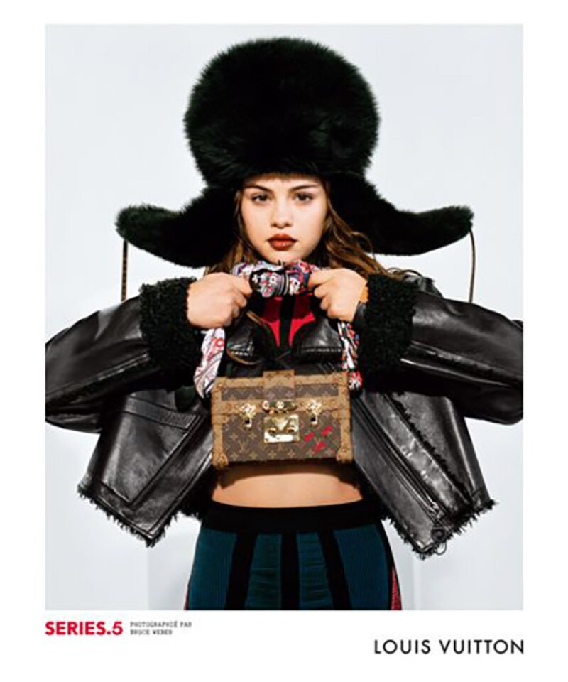 Selena recientemente formó parte de la nueva campaña de Louis Vuitton, donde lució increíble, y posó junto a grandes modelos de talla internacional.