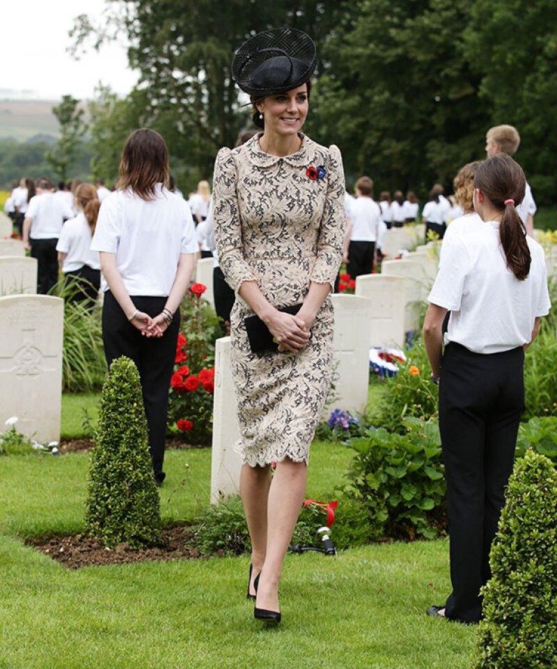 Esta es la primera vez que Kate se deja de ver con este vestido de encaje.