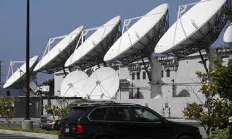 AT&T acordó comprar a DirecTV por 49,000 millones de dólares. (Foto: Reuters)