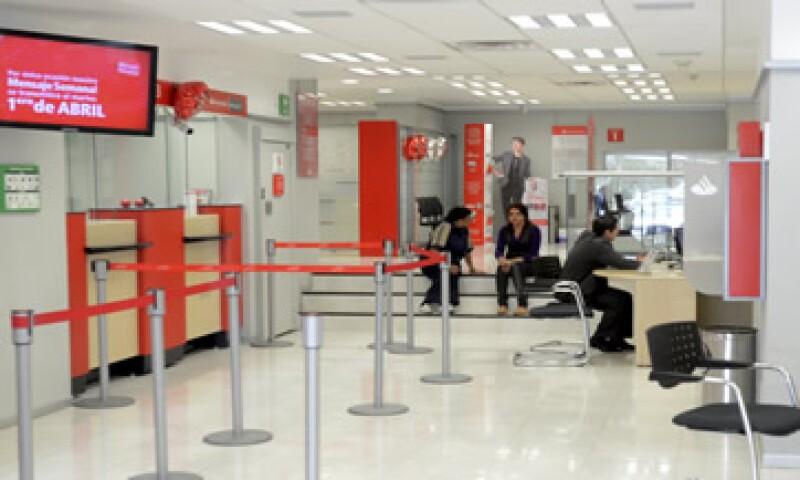 Santander también registró un aumento de 3.8% en tarjetas de crédito. (Foto: Cuartoscuro )