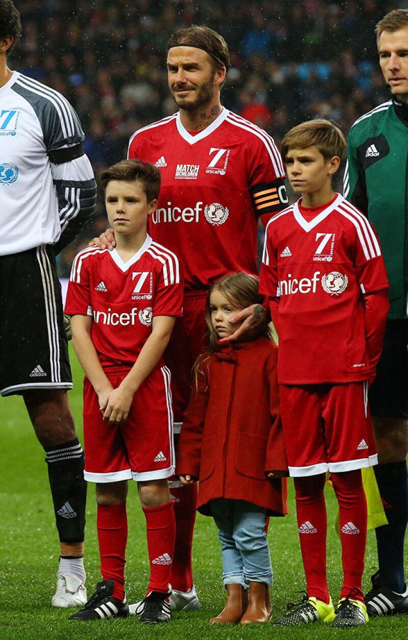 En noviembre pasado Harper acudió a un partido de futbol de su papá en apoyo a la UNICEF.