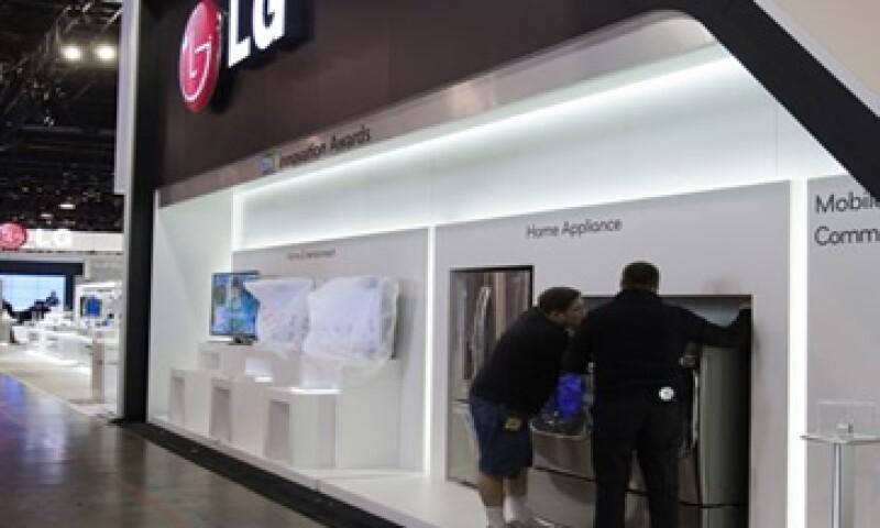 LG presentó un nuevo accesorio para sus televisores de alta gama con una estructura física similar al Kinect de Microsoft  (Foto: Reuters)