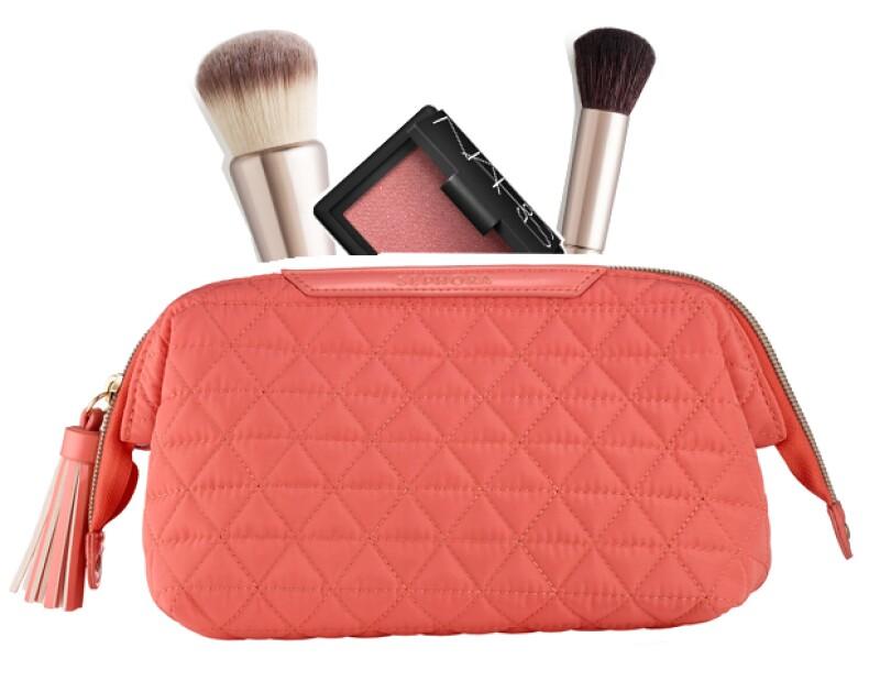 Una bolsa de maquillaje con compartimientos es ideal para viajar.