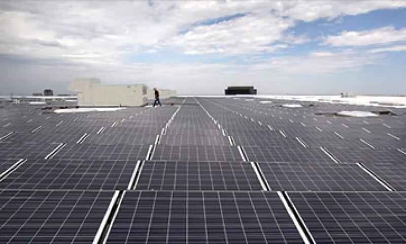 A medida que una ola de paneles solares se dirigía al mercado, la crisis de deuda golpeó a Europa y frenó los subsidios gubernamentales. (Foto: Cortesía CNNMoney)