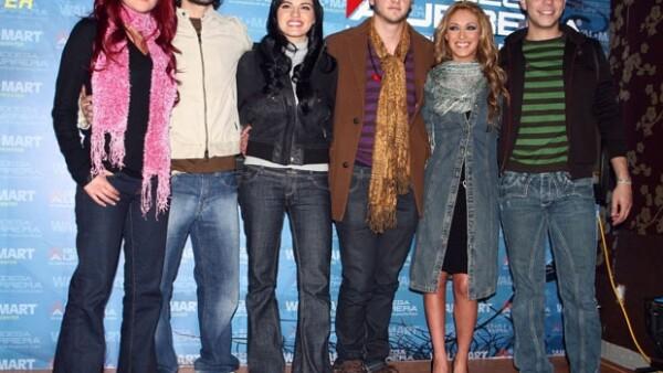 Cientos de seguidores de la famosa agrupación mexicana insisten por medio de Twitter que Anahí, Poncho, Maite, Dulce María, Christopher y Christián se vuelvan a reunir.