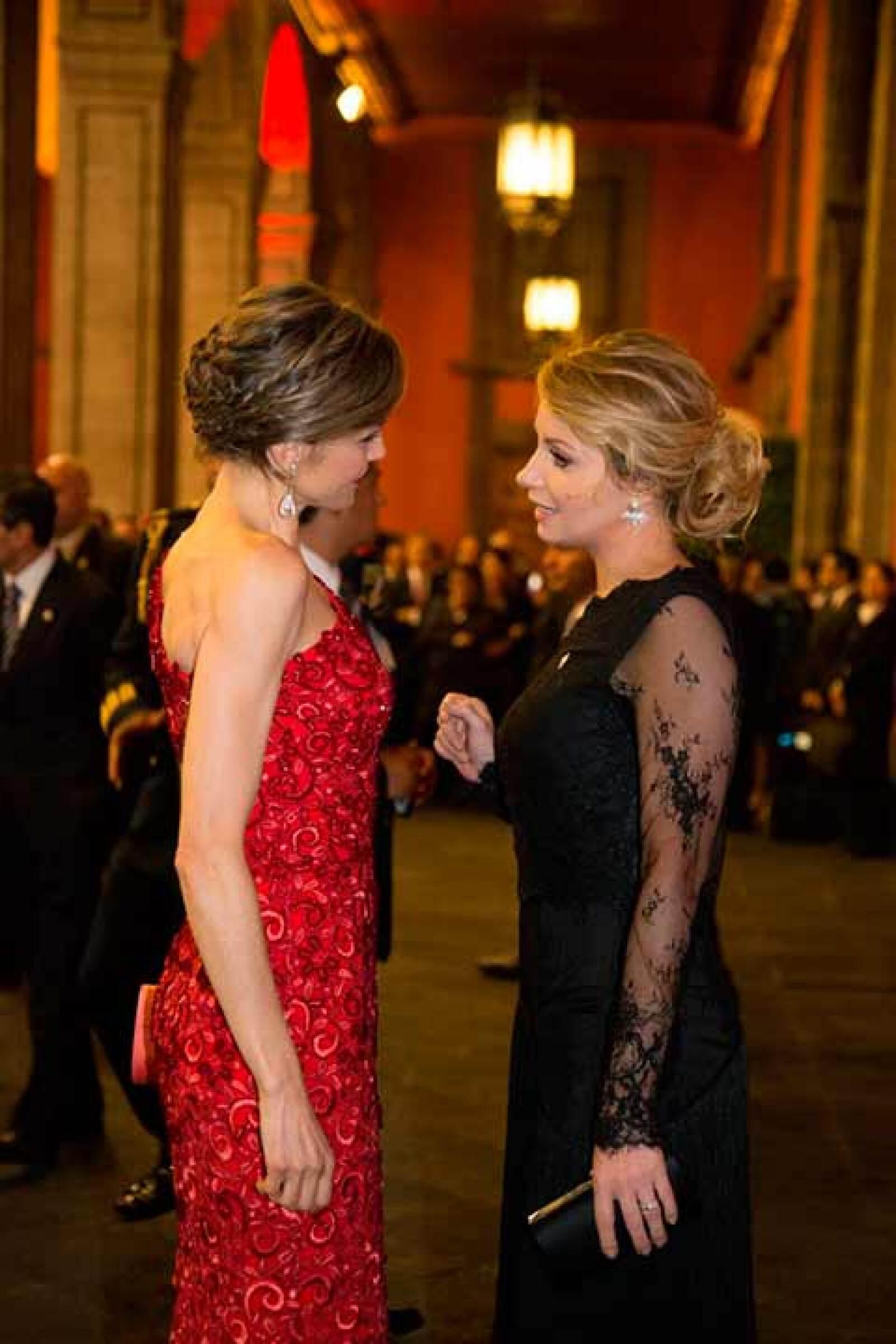 La reina Letizia de España y la primera dama Angélica Rivera.