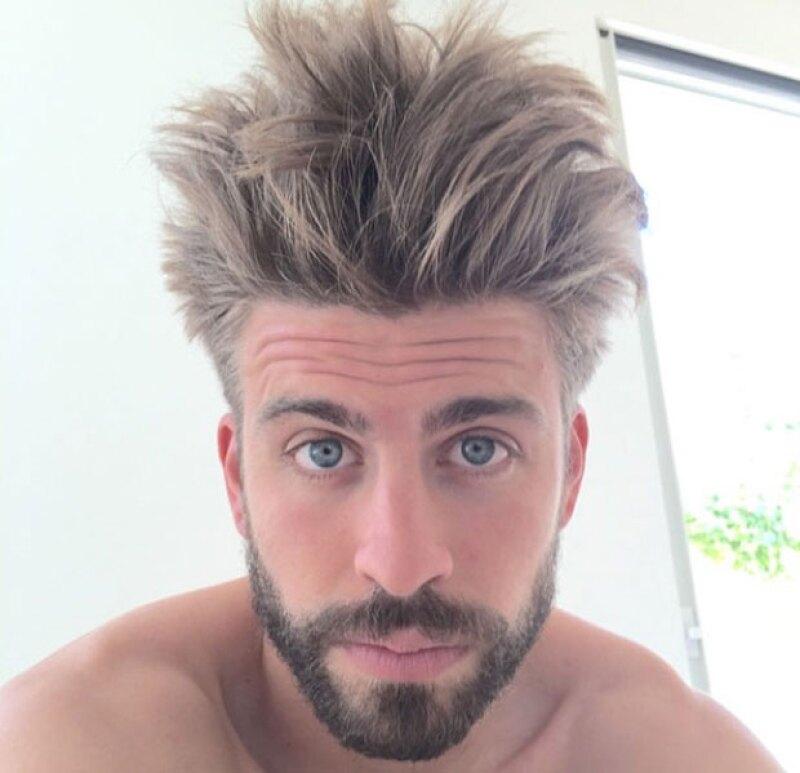 El esposo de Shakira ha dejado ver su nuevo estilo muy alocado, aunque seguramente todo fue culpa de la amohada.