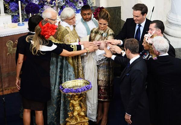 Los padrinos del pequeño fueron el príncipe Carlos Felipe, Natascha Abensperg Traun, Gustaf Magnuson, Henry d´Abo, Katarina von Horn y Marco Wajselfisz.