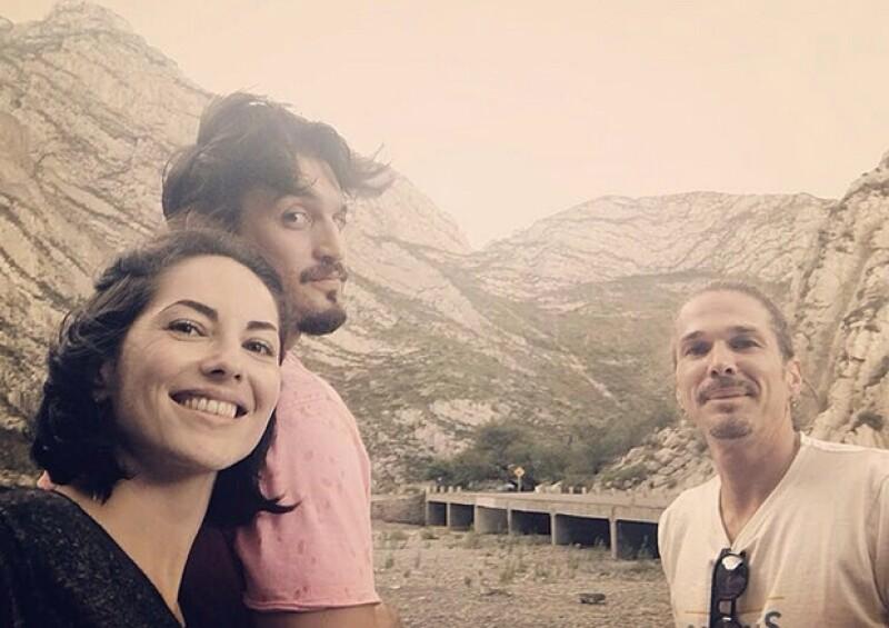 La actriz se aleja de la polémica que envuelve a su hijo por la reciente noticia de su paternidad y se refugia en Monterrey con su marido Kenneth Ray y su gran amigo, el productor David Ruiz.