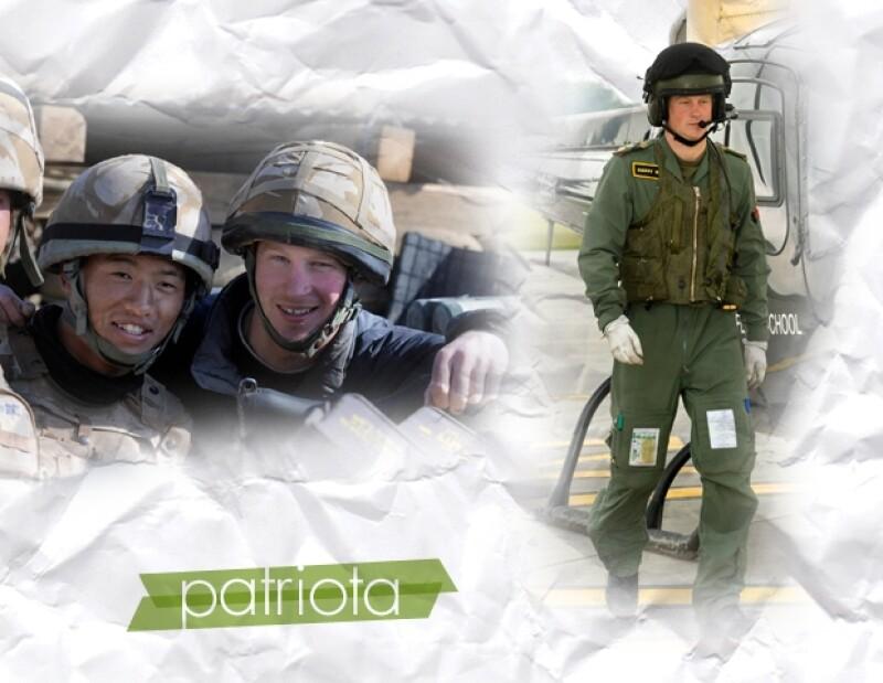 Un hombre en uniforme es atractivo para algunas y a Enrique le sienta muy bien.