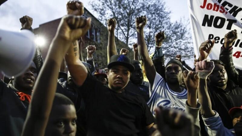 Manifestantes en Baltimore protestan por la muerte de Freddie Gray a manos de la policía