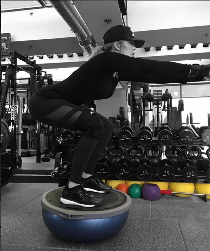 Khloé Kardashian nos comparte en sus redes sociales los ejercicios que realiza día con día