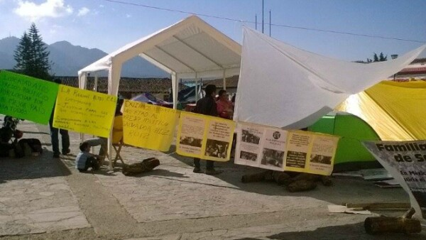 Elementos de la policía local supervisaban la manifestación y hasta el domingo no fueron retirados.