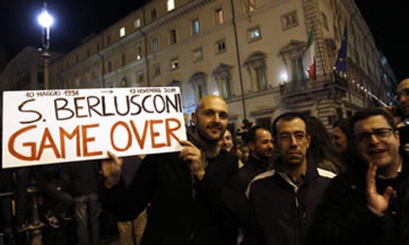 Muchos de los manifestantes llevaban banderas italianas y entonaban una canción de la resistencia. (Foto: Reuters)