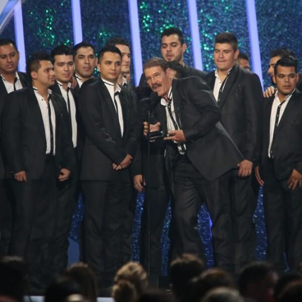 La Arrolladora Banda Limón obtuvo el premio como mejor canción de grupo o dúo