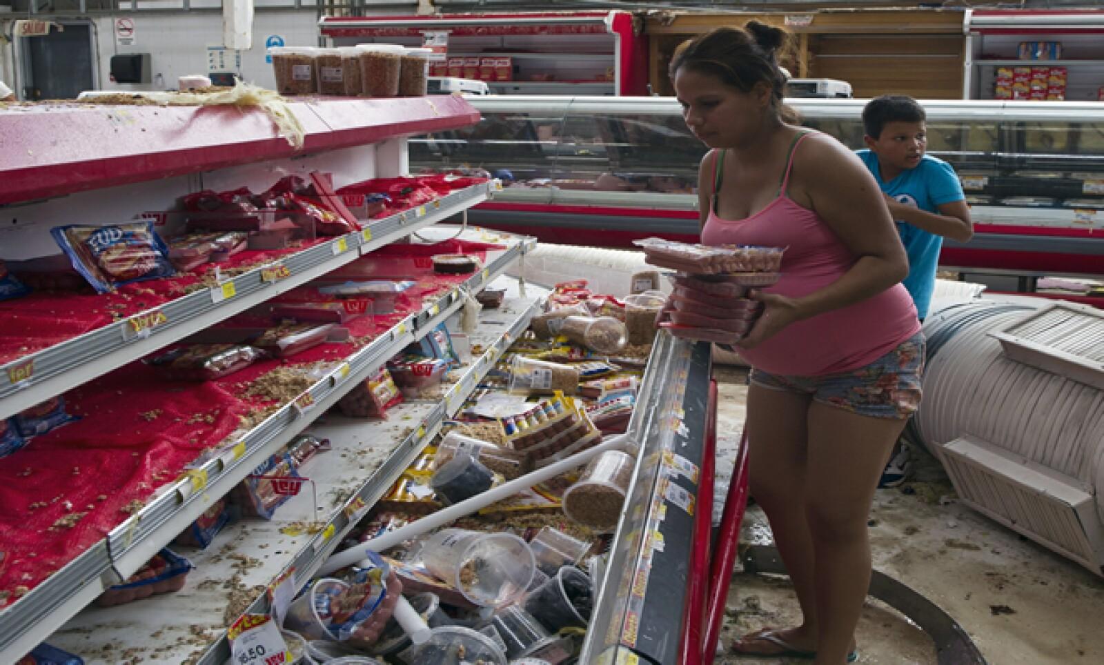 No sólo los supermercados han sido saqueados, también las tiendas pequeñas y otros negocios.