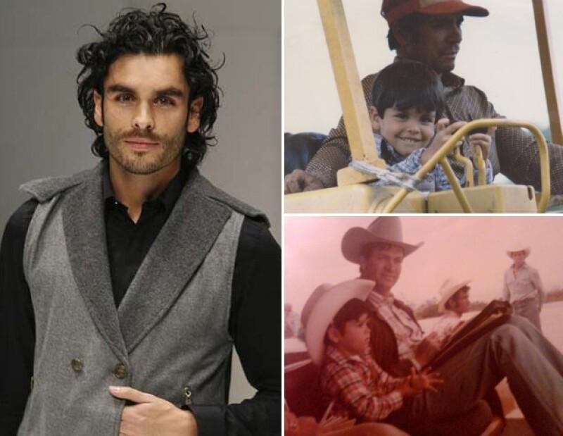 Al actor le gustaba ponerse su traje de vaquero para jugar.
