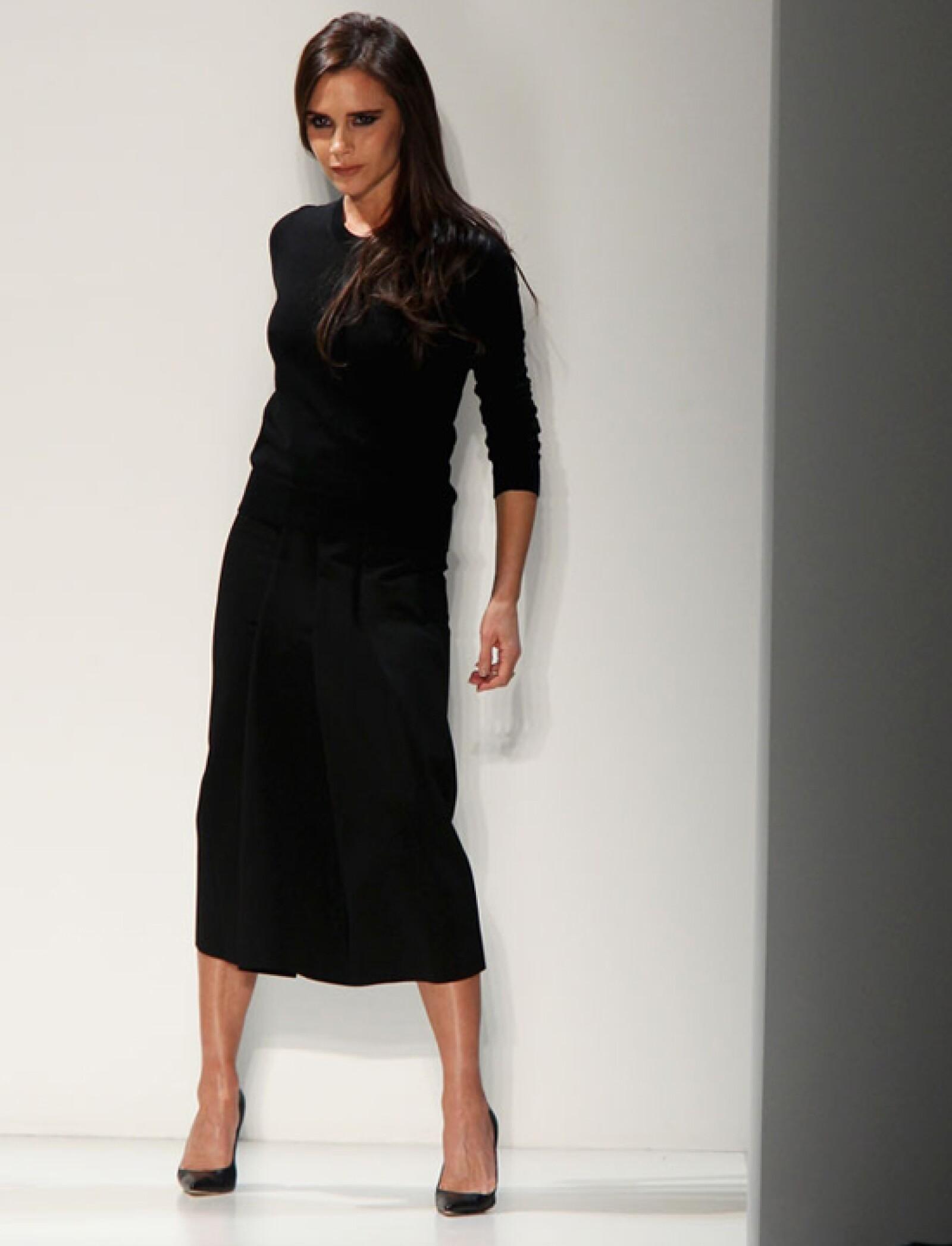 Así de guapa y segura es Victoria Beckham a sus 40 años triunfando en la vida y en la moda.