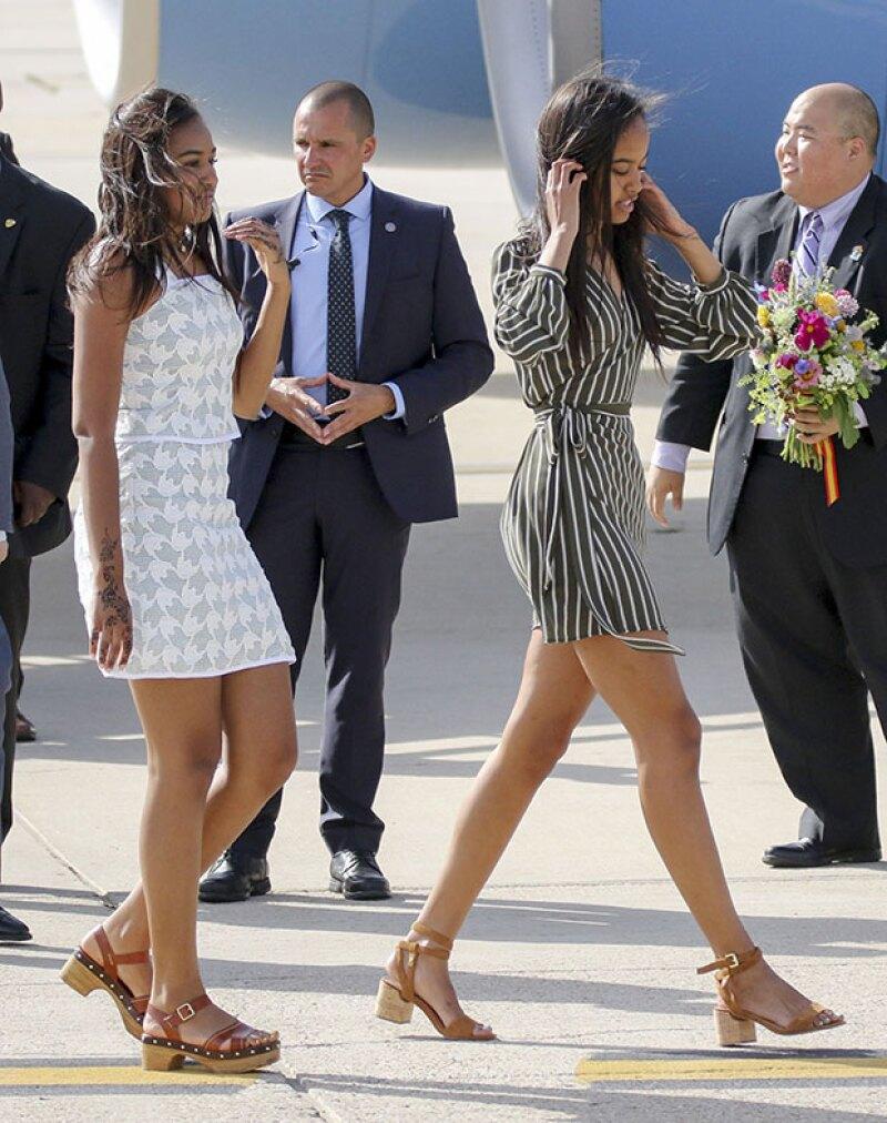 Malia y Sasha tienen un estilo muy cool y juvenil. Los mini vestidos y los flats son sus mejores aliados cuando se trata de verse bien.