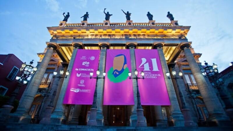 Imagen del Teatro Juárez en la ciudad de Guanajuato, donde se abrió el 41 Festival Internacional Cervantino en octubre de 2013