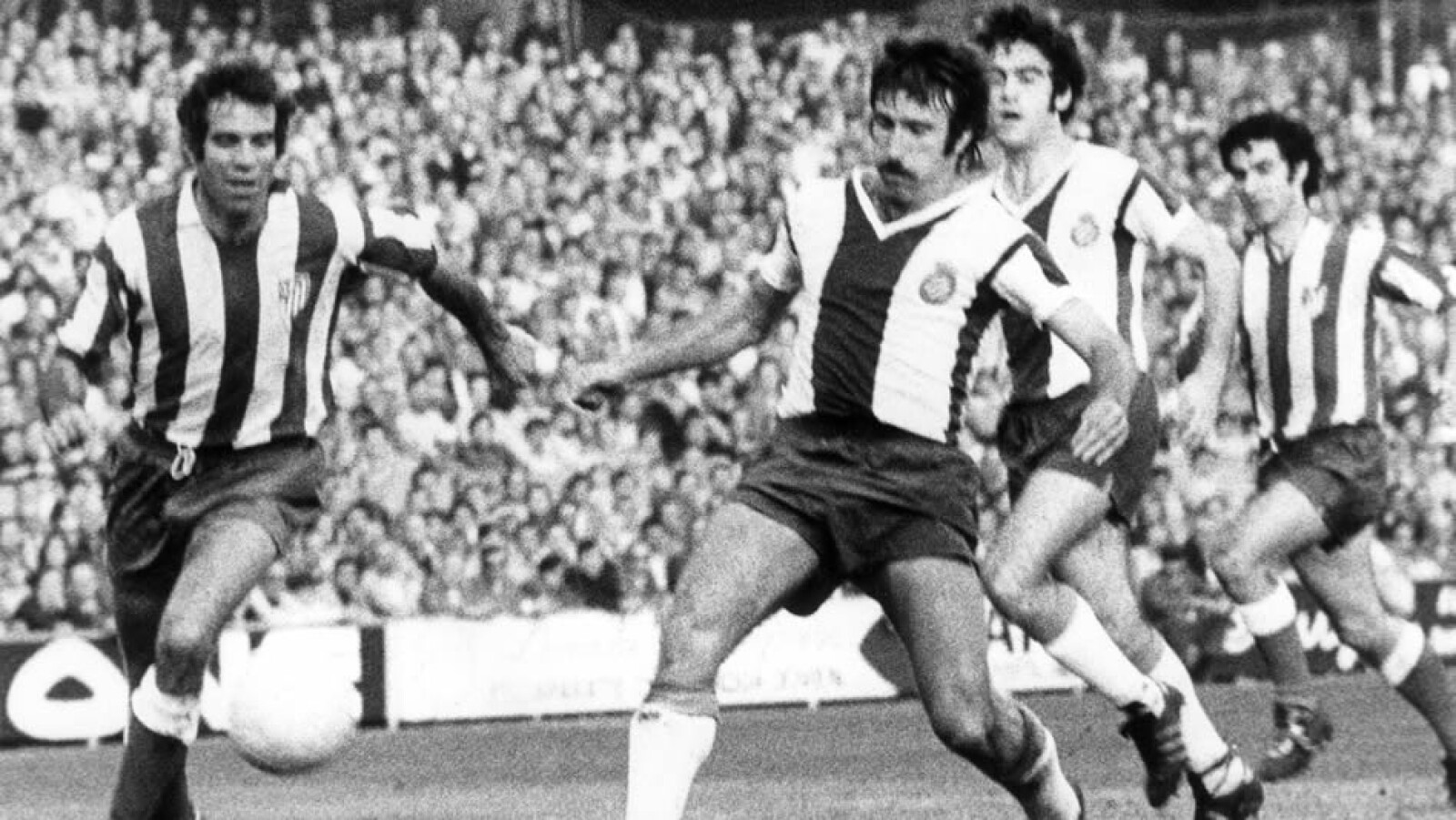 En Atlético de Madrid obtuvo varios títulos; en 1973 ante el Español