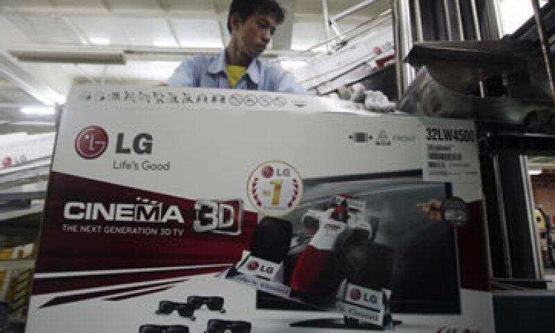 Las televisiones que venderá LG tienen pantallas más finas que consumen menos energía eléctrica. (Foto: AP)