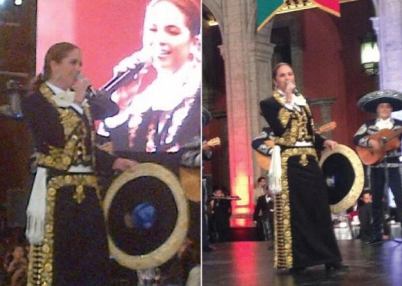 """La cantante fue invitada a la cena de honor que el presidente Enrique Peña Nieto ofreció a su homólogo Xi Jinping en el patio central del recinto. La presentaron como """"La reina de la música mexicana""""."""