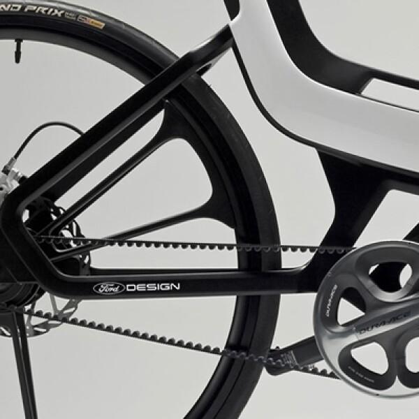 La E-Bike funciona con un motor en la parte delantera que se alimenta de una batería de iones de litio insertada en el cuadro y que le permite recorrer hasta 85 km. con una sola recarga.