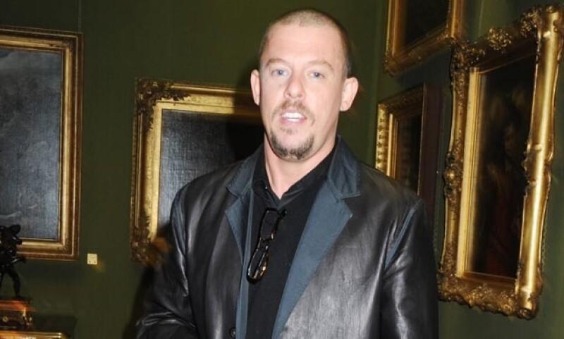 El diseñador McQueen no pudo superar la muerte de su madre y se quitó la vida.