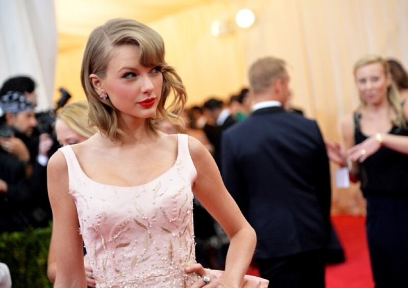 Su popularidad en las listas de preferencias de música pop hicieron que la reconocida revista la eligiera para recibir el importante reconocimiento dos veces, cosa que nunca antes había ocurrido.