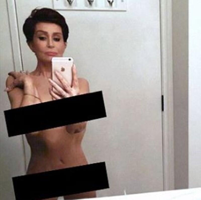 Aunque fue duramente criticada por muchos por compartir una foto desnuda, otras celebs reaccionaron al publicar fotos imitándola.