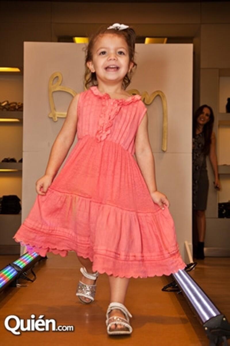 A sus cortos cuatro años, la pequeña ya muestra sus talentos en el mundo del modelaje debutando para la pasarela de la tienda Bloom.