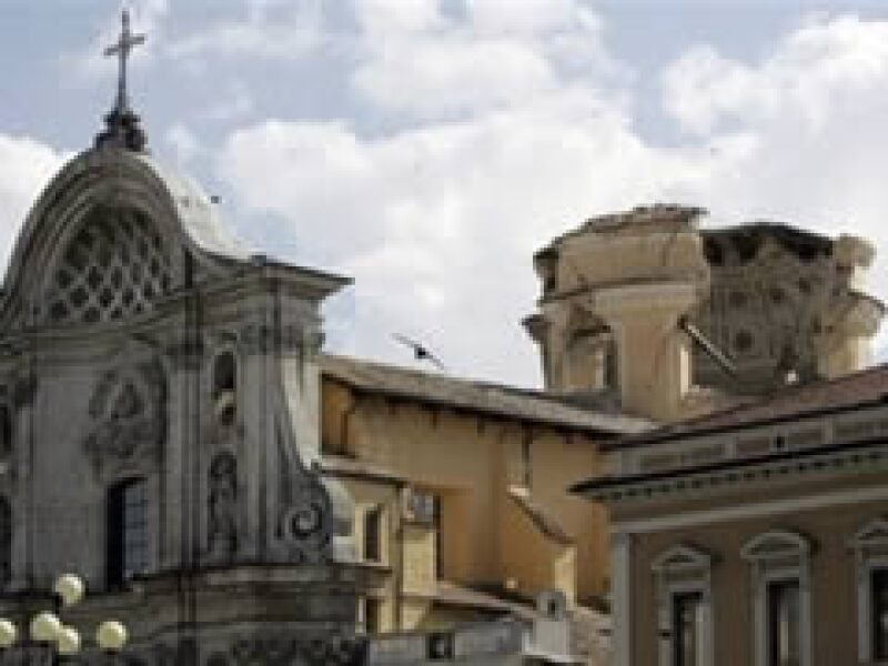 La catedral de la ciudad medieval fue una de las construcciones dañadas. (Foto: AP)